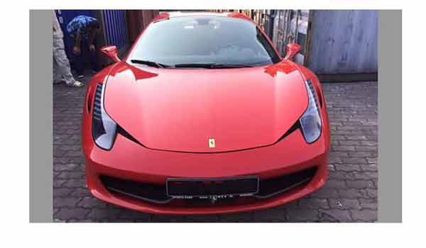 Lần đầu tiên siêu xe Ferrari 458 Spider xuất hiện tại Việt Nam