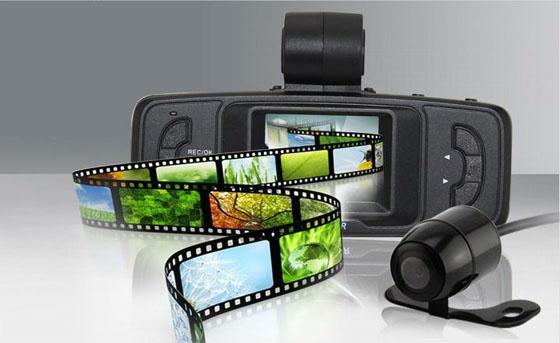 camera-hanh-trinh-co-camera-lui-x10